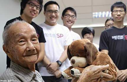 Robo-dog adds bite to elders' therapy
