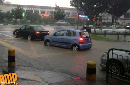 Heavy downpour causes big drain in Sin Ming to overflow - Singapore