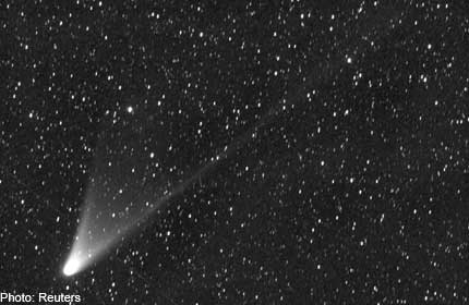 Comet like star with tail visible in the Philippines