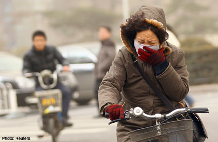 Beijing residents bemoan smog and sandstorms