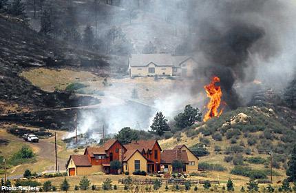 Firefighters battle huge blazes across US West