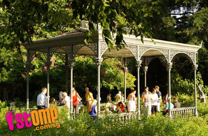 Family shooed away from Botanic Gardens pavilion