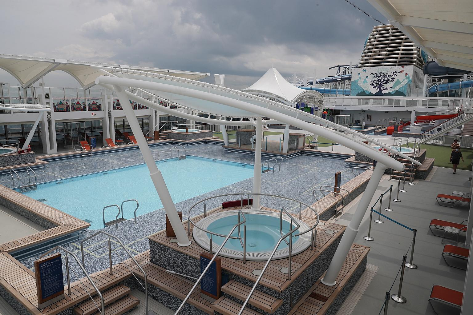 Singapore launches its first 'cruise to nowhere ...
