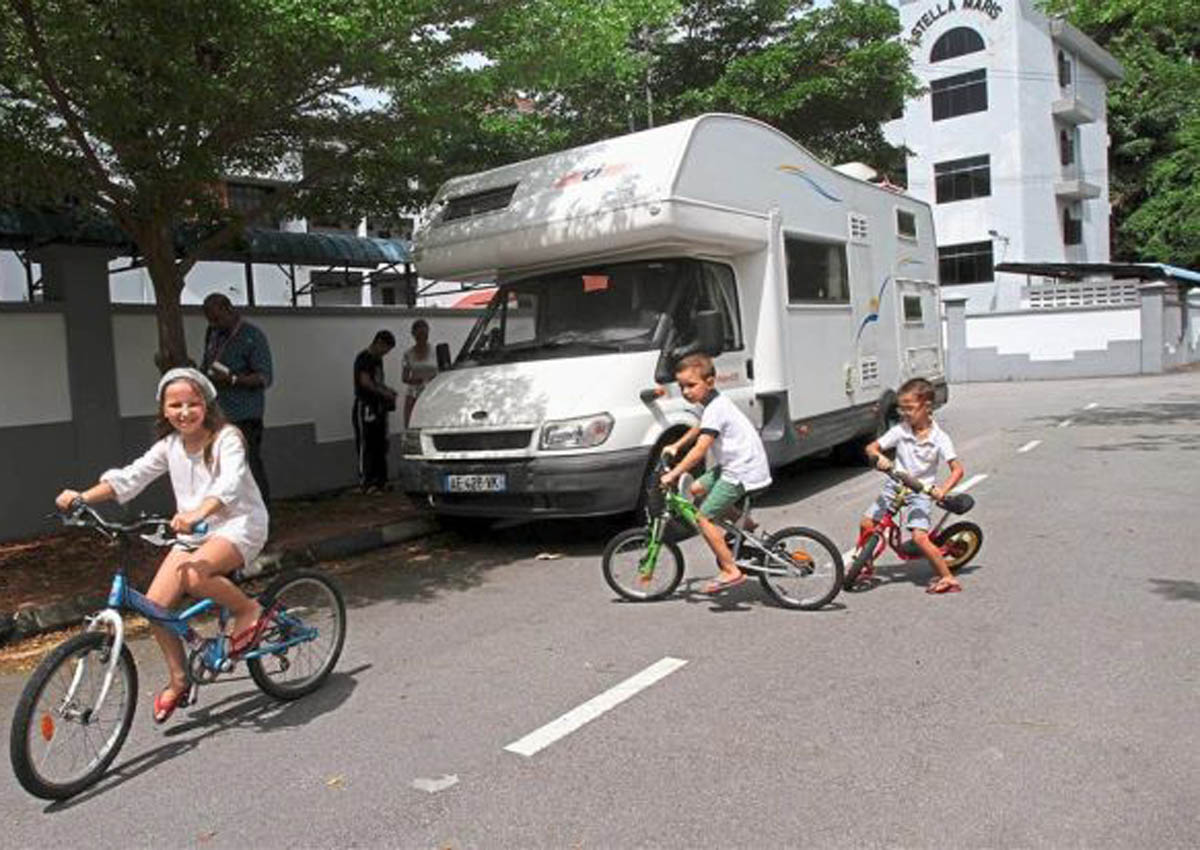 10-month motorhome vacation for family of 5 across SE-Asia