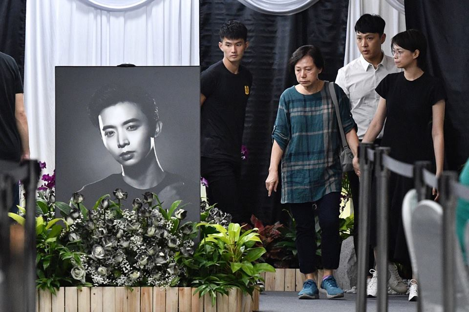 Farewell Aloysius Fans Friends Queue To Pay Last Respects