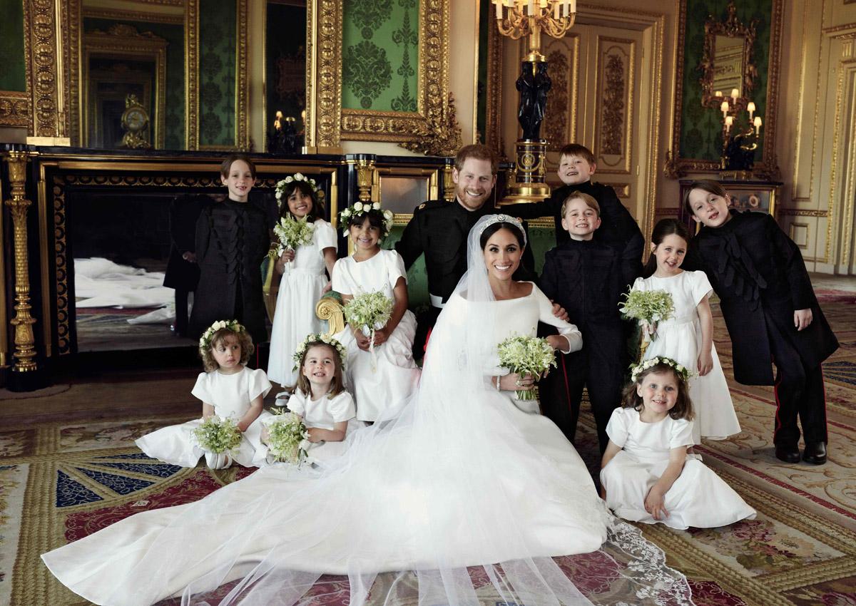 Meghan Markle Wedding Dress Designer.Meghan Markle Presents Wedding Dress Designer With Fashion Award