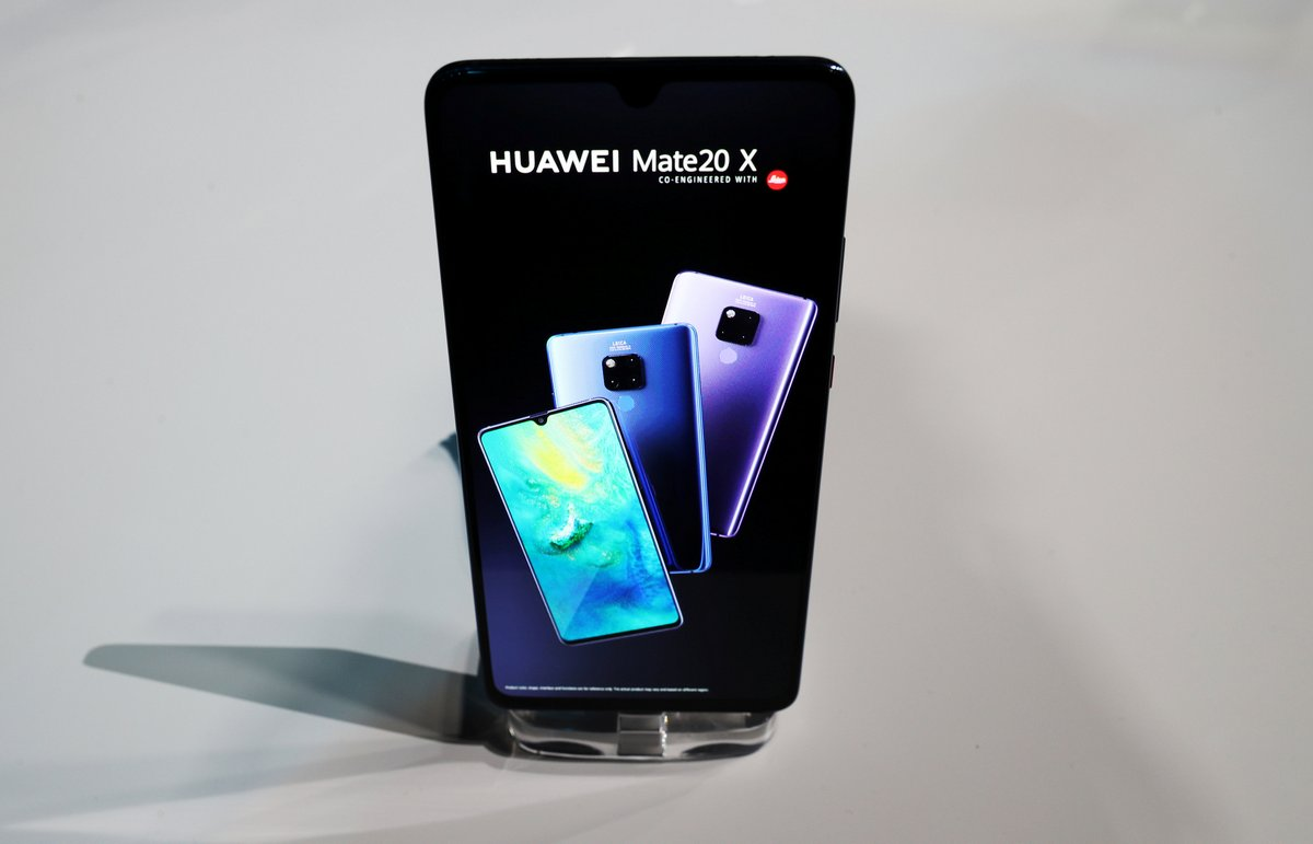 Huawei continues triple-camera trend with new Mate 20 and
