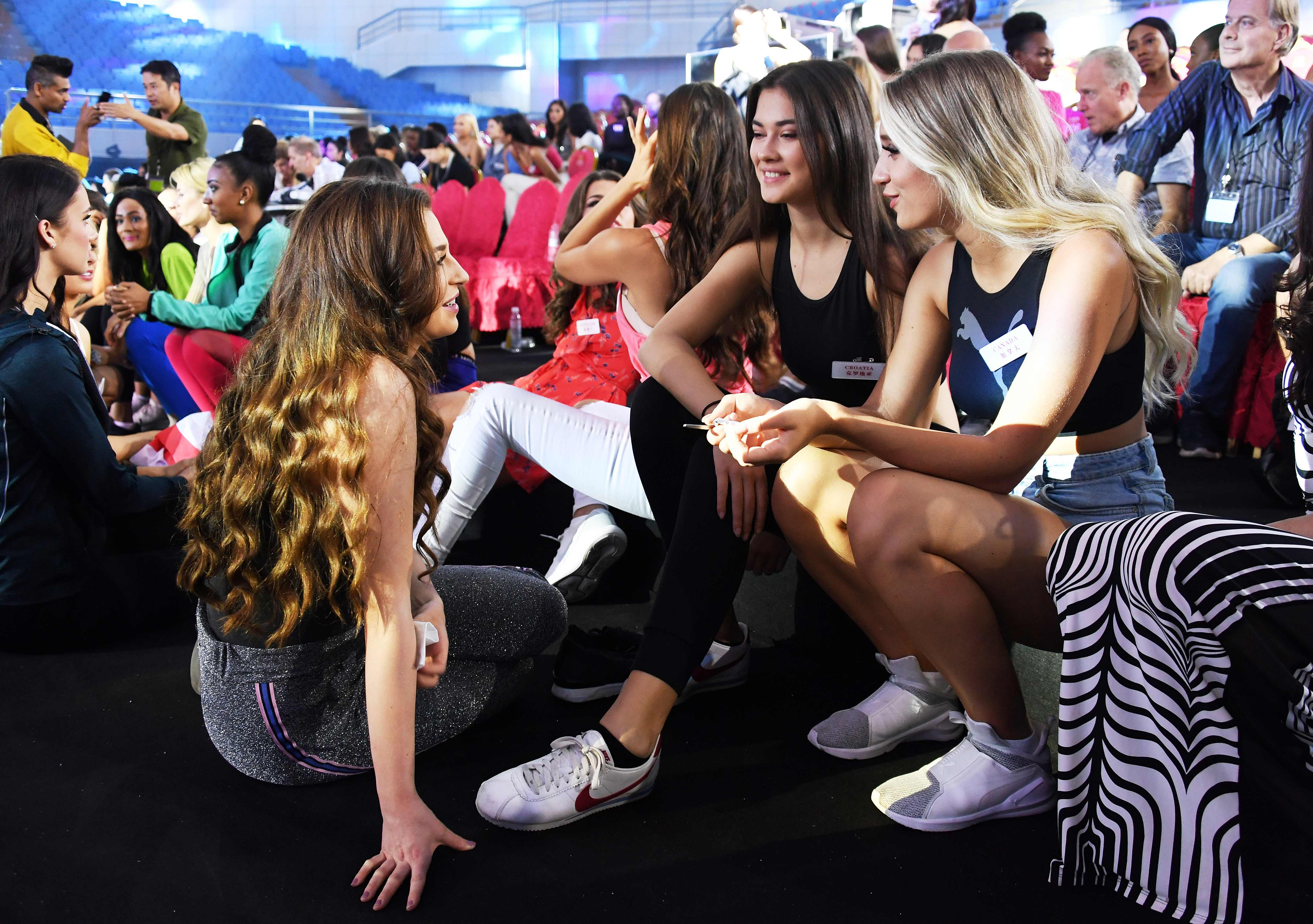 a85d3046f34 Miss Mexico Vanessa Ponce de Leon (R) reacts after being crowned the 68th  Miss World by Miss World 2017 Manushi Chhillar (L) in Sanya