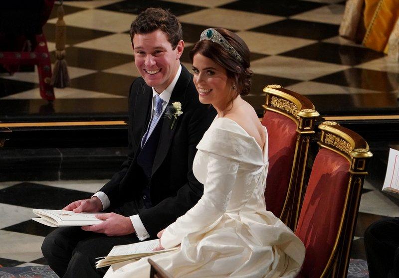 Eugenie Wedding Dress.Britain S Princess Eugenie Shows Off Scar In Wedding Dress To Raise