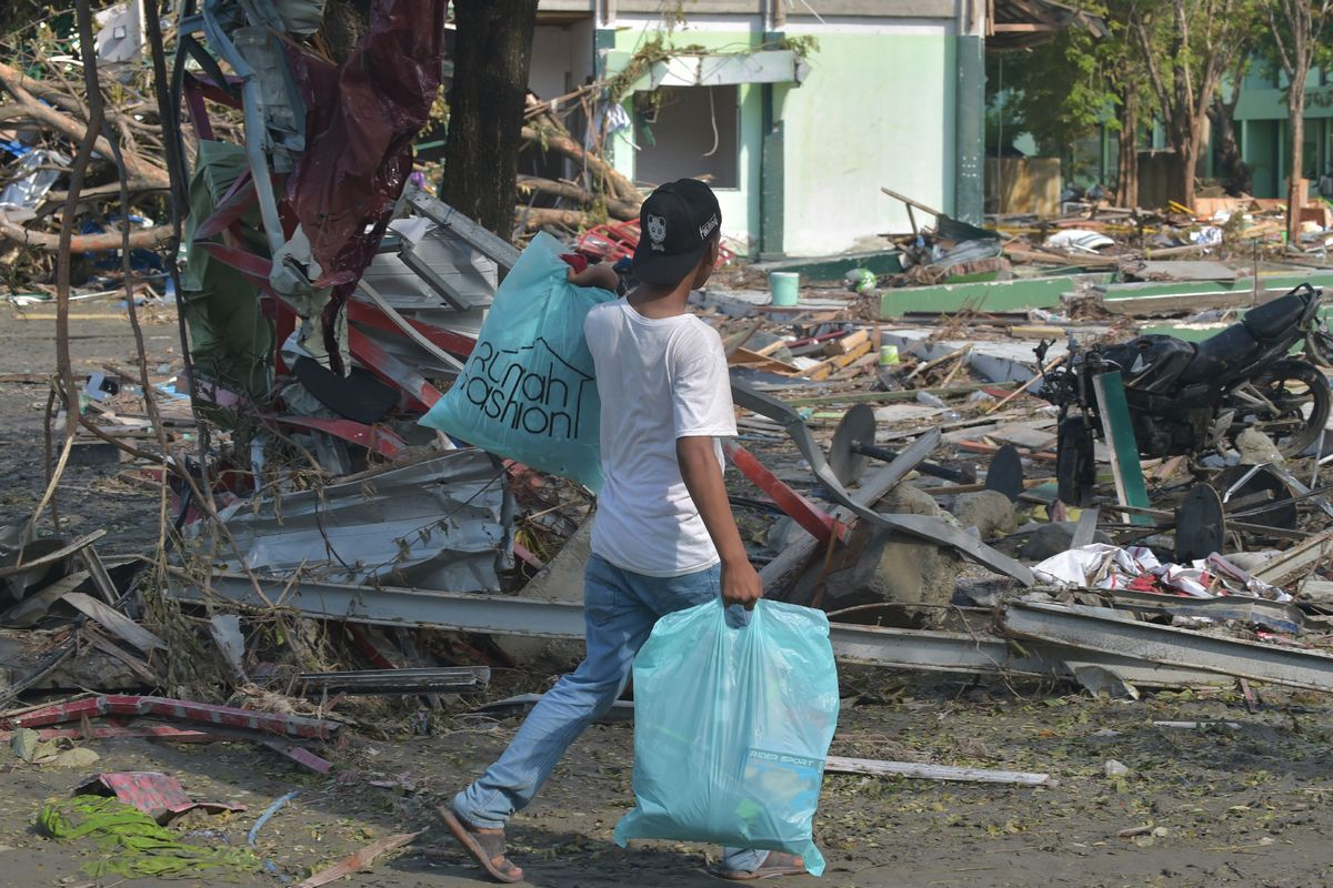 Sulawesi Quake Indonesia Clamps Down On Looting As Quake