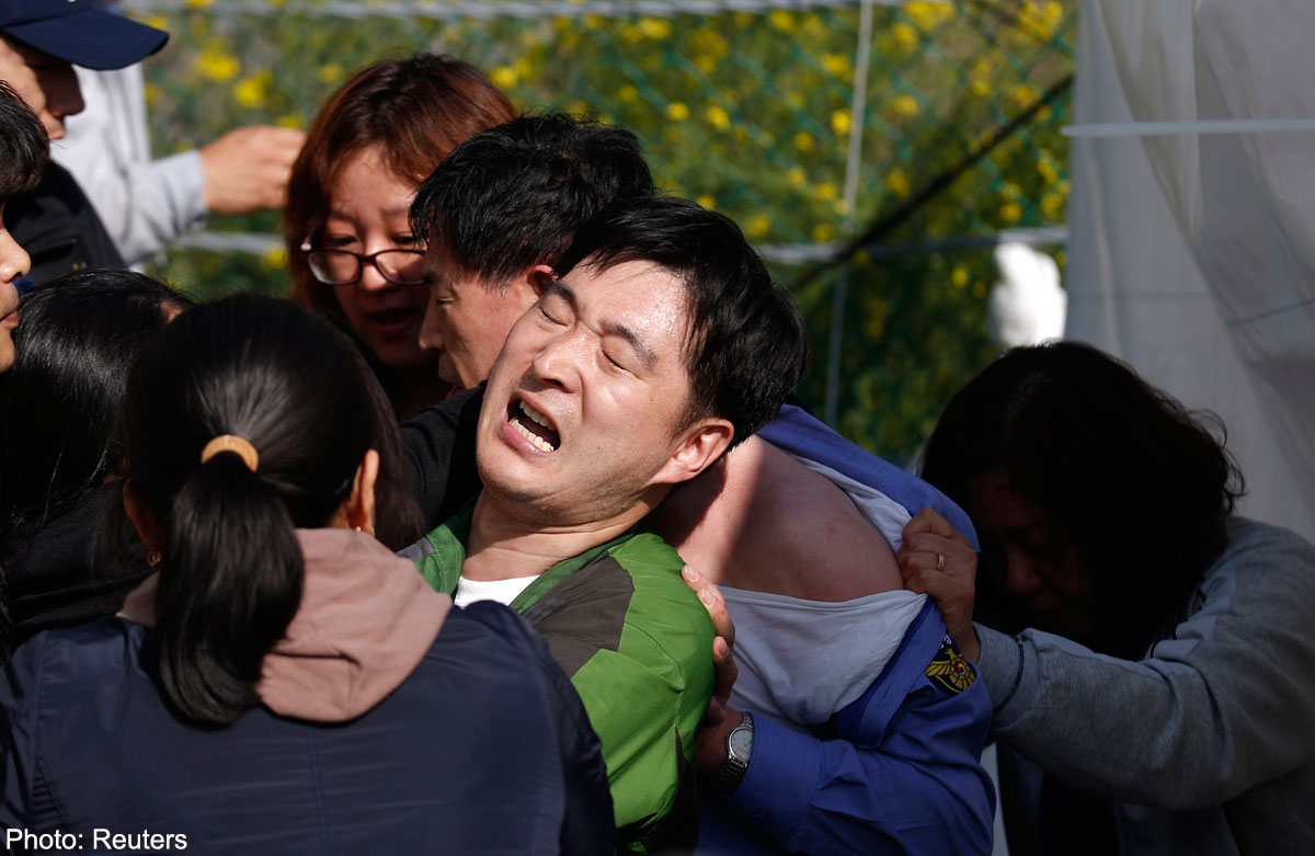 Parents of S  Korea ferry victims attack top official, Asia News