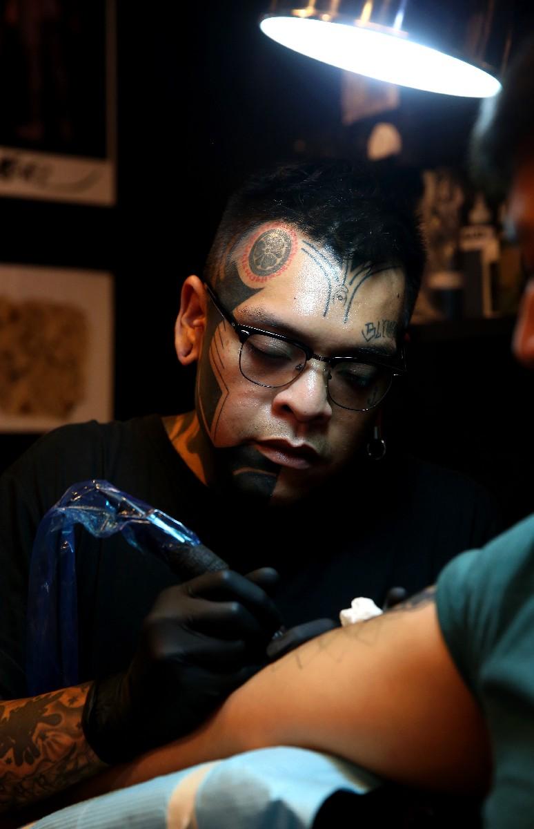 Blackout tattoos gaining popularity worldwide singapore for Blackout tattoo back