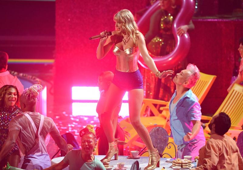 Taylor Swift kicks off MTV VMA's with flashy performance of