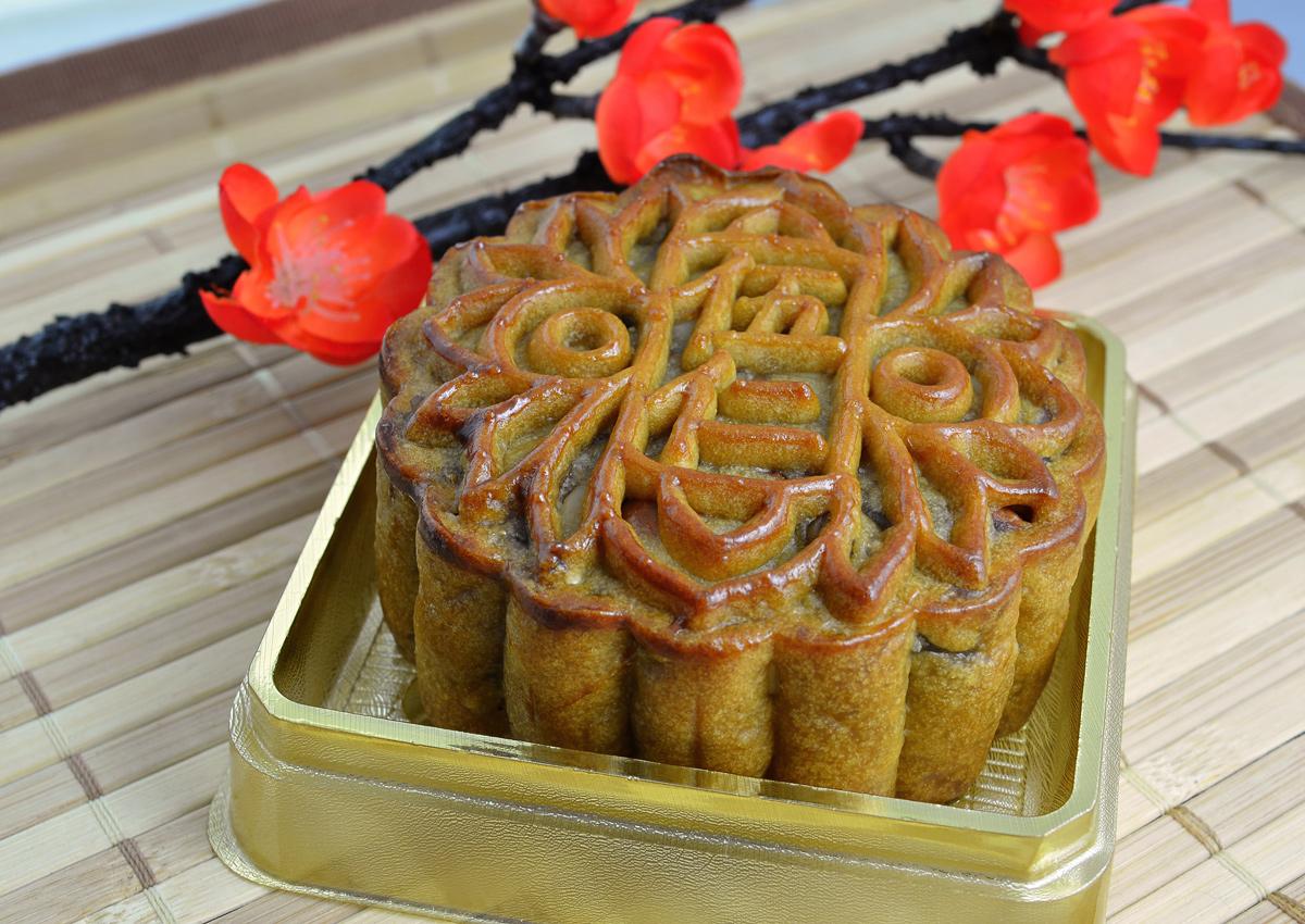 Green group in Hong Kong takes aim at mooncakes as Mid