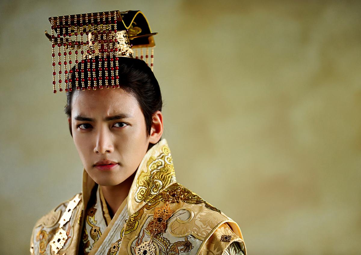 s korean actor ji chang wook  underwater kiss not as