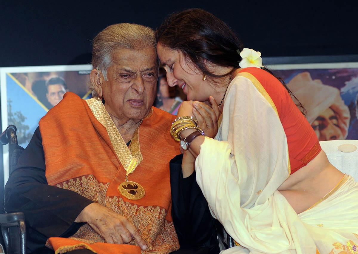 Bollywood matinee idol Shashi Kapoor dies at 79, Entertainment News -  AsiaOne