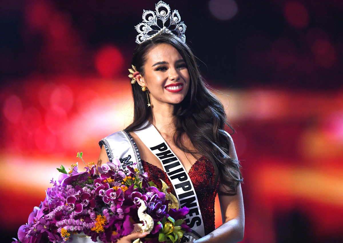 eed9f6366561 Catriona Gray of Philippines reacts as she is crowned the new Miss Universe  2018 by Miss Universe 2017 Demi-Leigh Nel-Peters on December 17, 2018 in  Bangkok