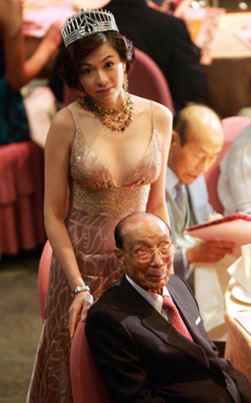 Celebs turn out in droves at Sir Run Run Shaw's public