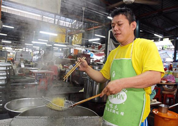 Penang hawkers continue to employ foreigners to cook local