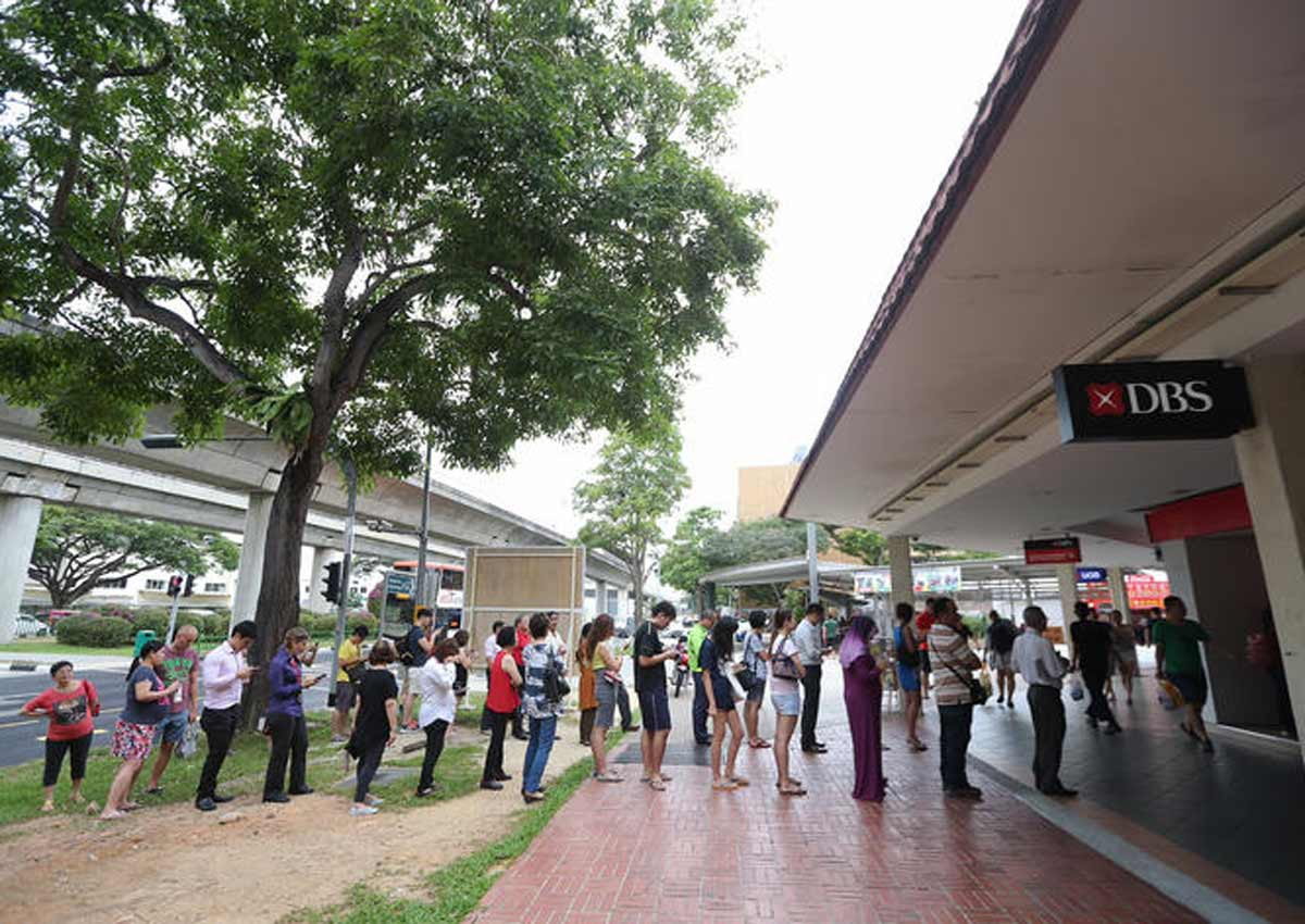 Queue for 'huat'? Clever S'poreans are depositing money on Li Chun with just their phones