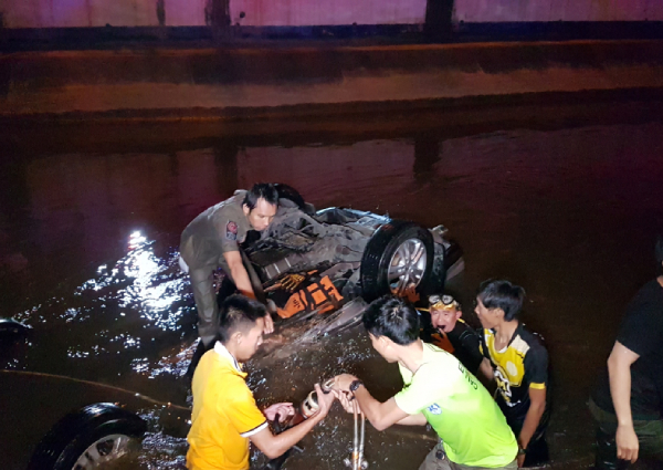 Bodies collected from canal after Chiang Mai crash, Asia