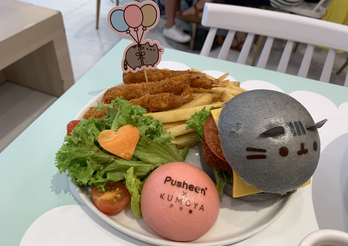We spent over $100 at the world's first Pusheen cafe - here