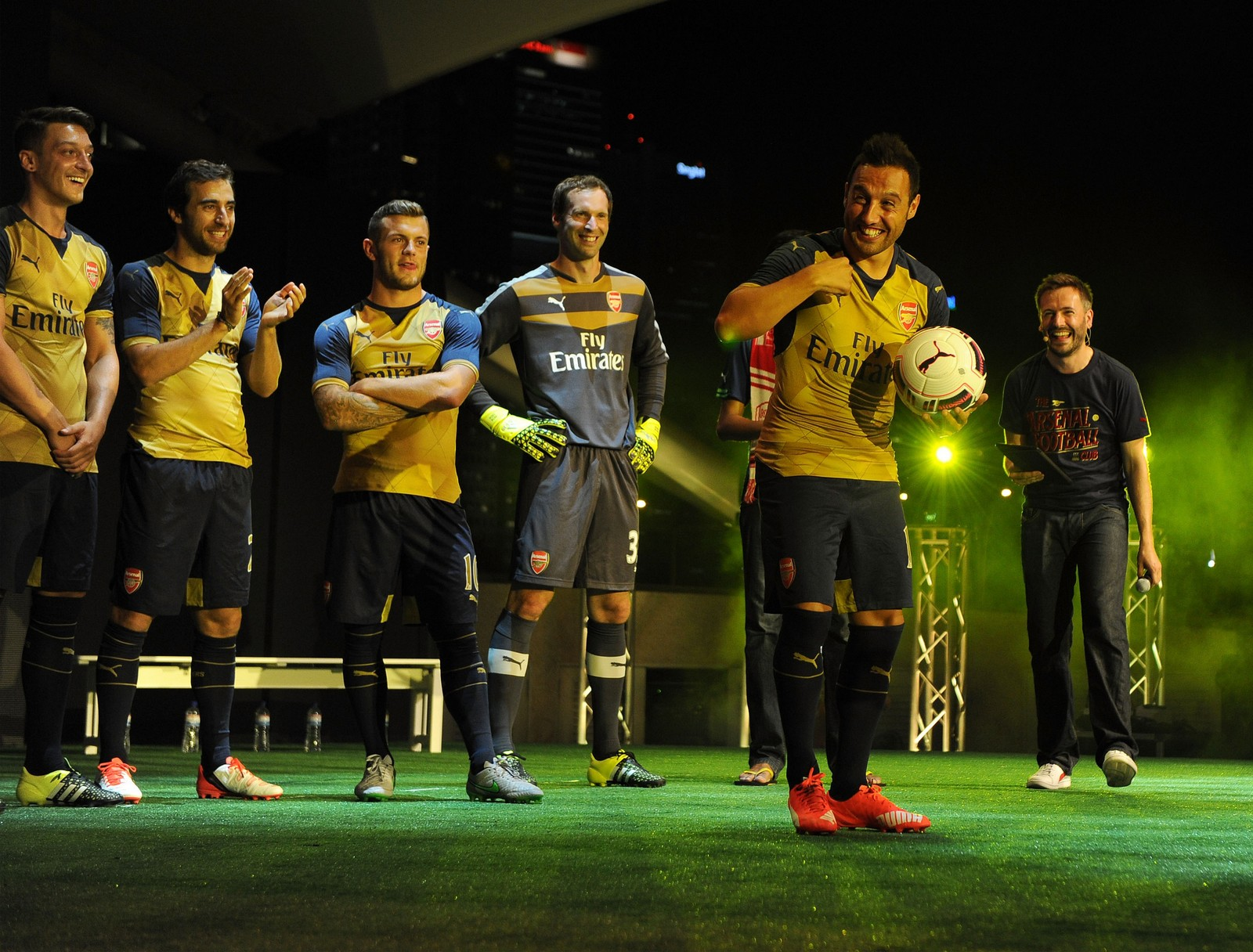 d7e2c57b1 Fans  cheers power unveil of Puma s Arsenal away kit