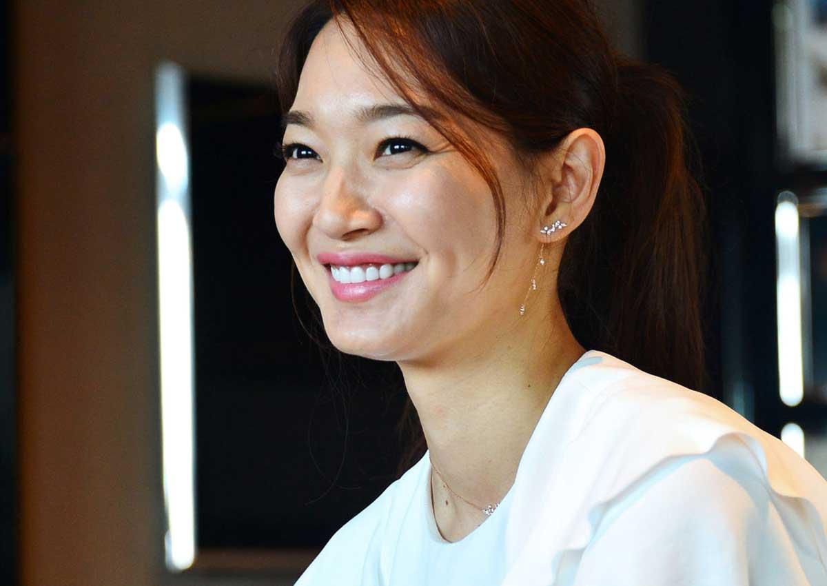 Min-a Shin Nude Photos 48