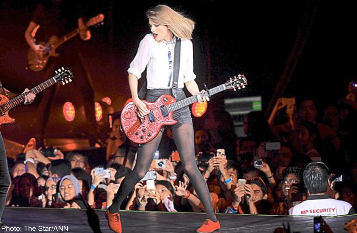 Taylor Swift Paints Kl Red In First Ever Malaysian Concert Entertainment News Asiaone