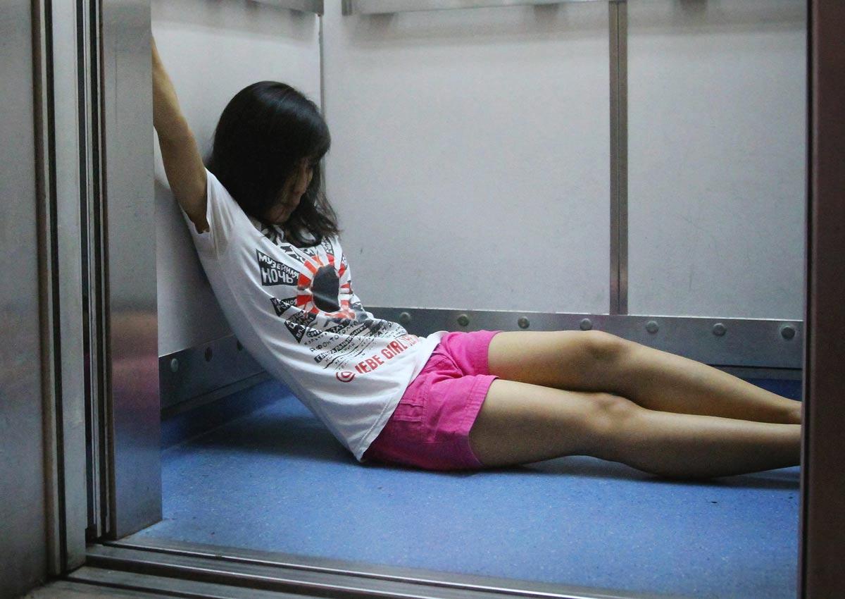 Ang Mo Kio Lift Shot Up 17 Floors Trapping A Maid