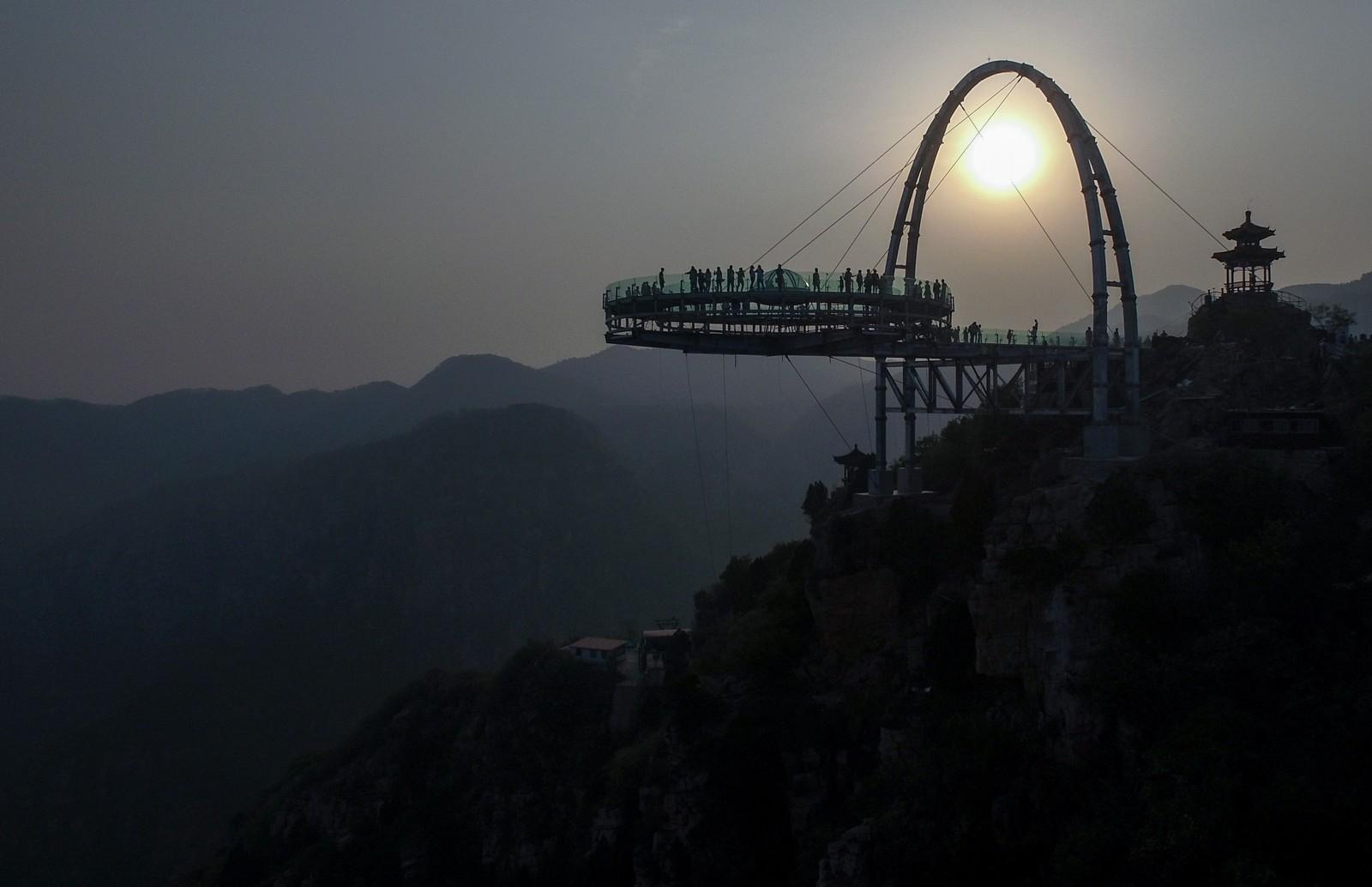 World's longest glass bridge ready to open in Hebei