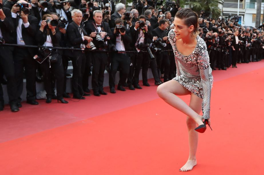 df8803417fd Red-carpet rebel Kristen Stewart takes off her heels at Cannes ...