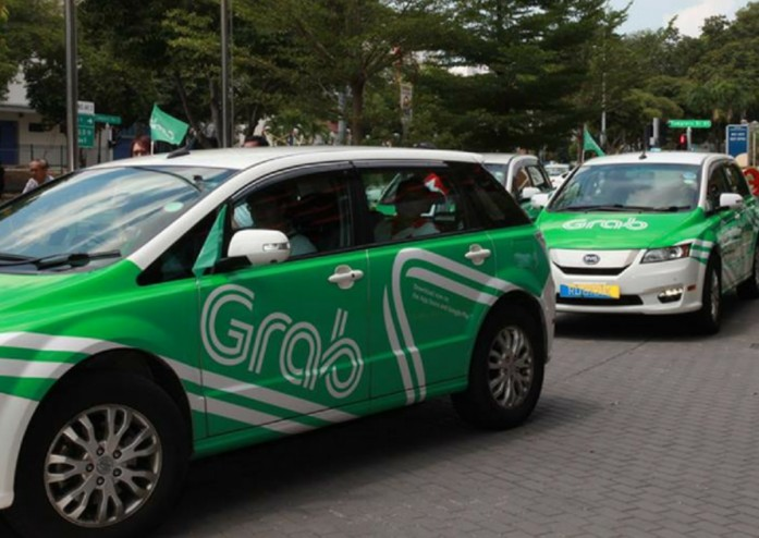 Kind And Understanding Grab Driver Insists Passenger Break His Fast