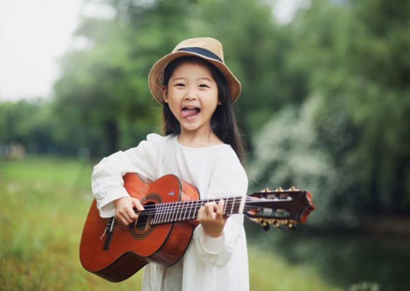 6-year-old girl in China with voice of an angel touches hearts, China News  - AsiaOne