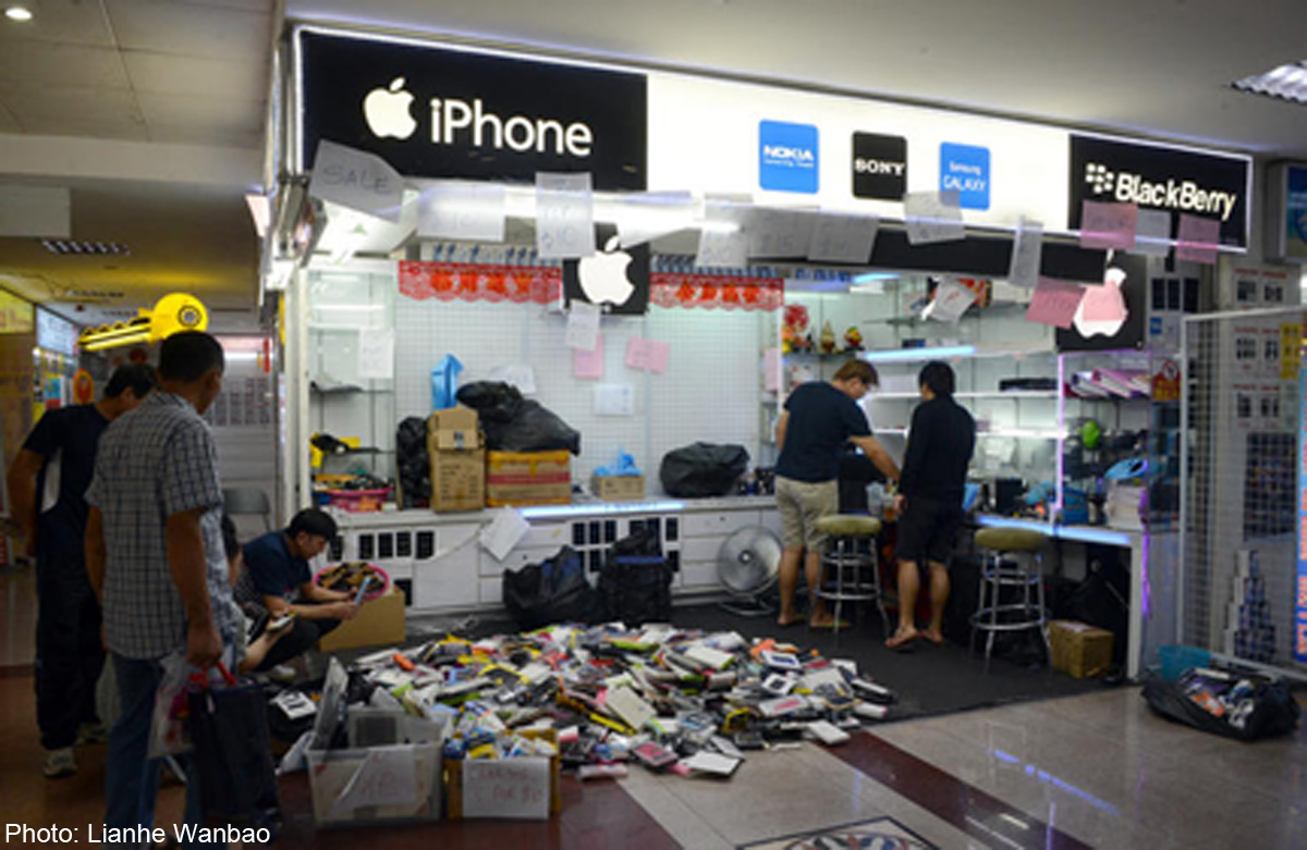 Blacklisted phone shop in People's Park Complex to close