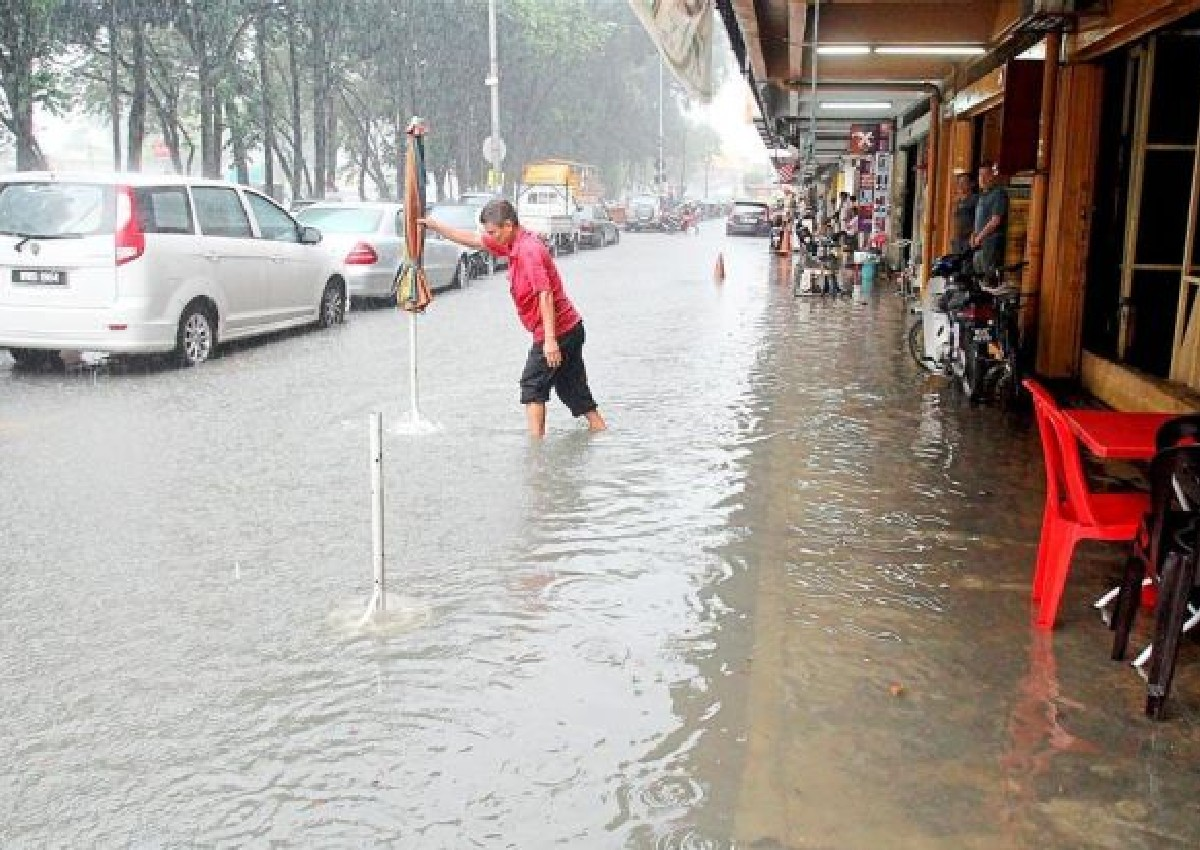 effects of flash flood in malaysia Anticipated that the climate change effects through a rise in the sea-level  the basic cause of flood in malaysia is the flash flooding in urban areas are.