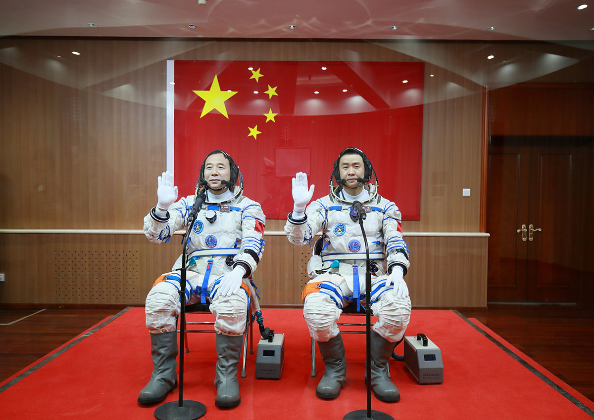 Chinese President Xi Jinping greets orbiting astronauts in ...