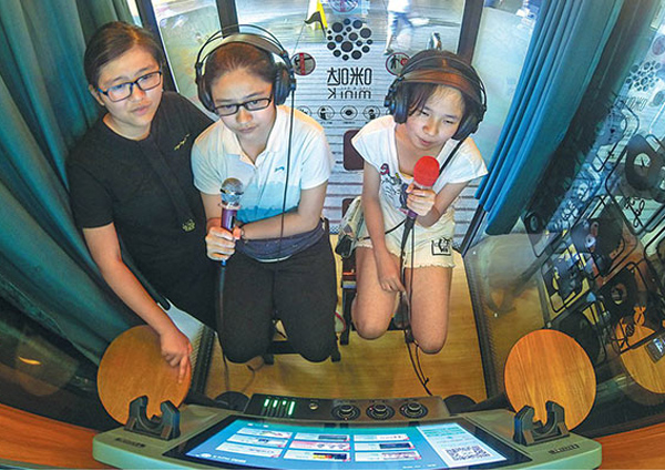 Karaoke app craze hits the right notes in China, Business