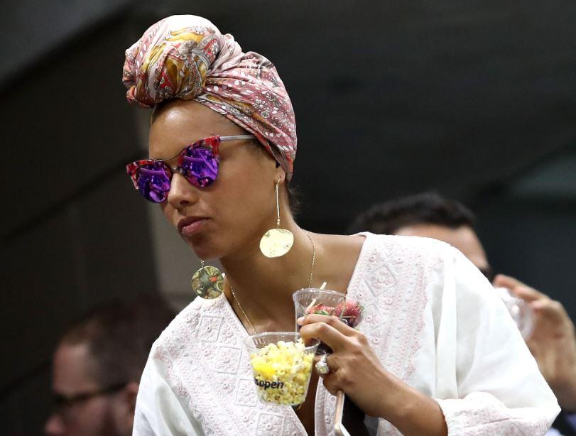 9b87a8c044f4 Mic drop: Alicia Keys left voiceless at Thai mall launch ...