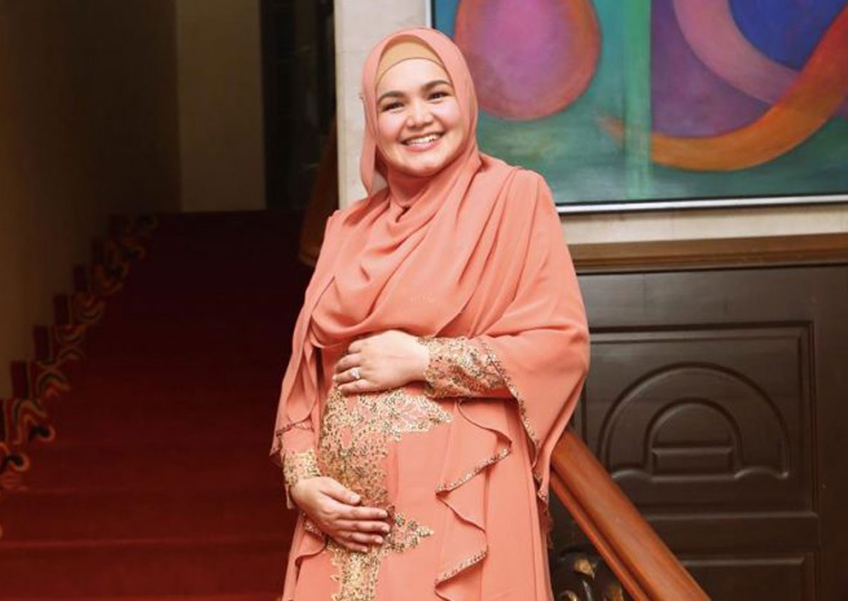 Malaysian singer Siti Nurhaliza pregnant with her first ...