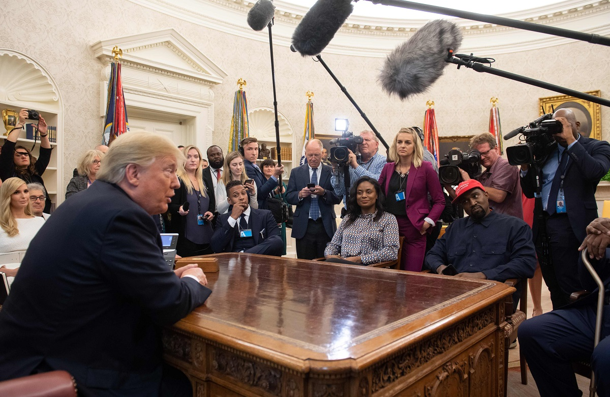 181012 kanyetrump - Kanye West defends beef up for Trump, in entrance of Trump