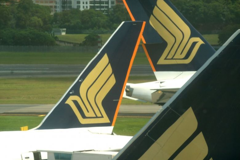 SIA plane hits aerobridge at Changi Airport, all 272