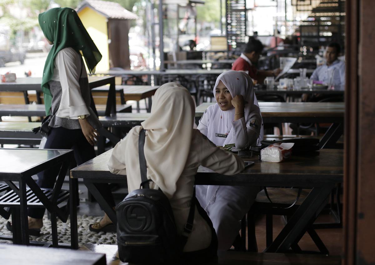 Jakarta frauen suchen männer