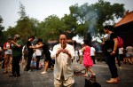 Chinese families mark 100th day of MH370's disappearance - 12