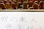 Chinese relatives' anger erupts in Malaysia over lost plane - 53