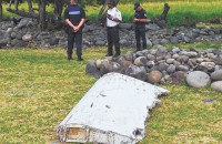 Malaysia says airplane debris found on Reunion Island part of Boeing 777