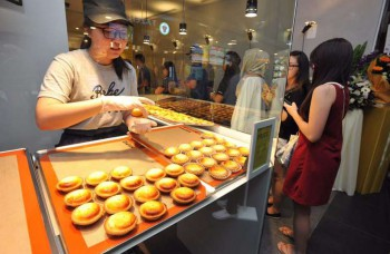 Long queues and a two-hour wait for Hokkaido's Bake Cheese Tarts