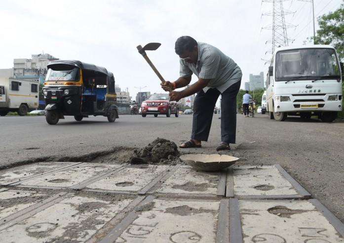 Dadaro Bilhore menutup 600 lubang di jalan selama 3 tahun terakhir