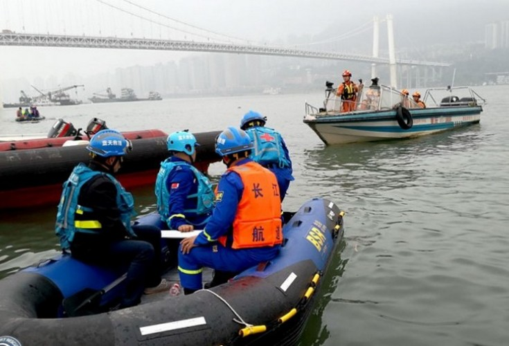 13 dead 2 missing after bus plunges in China's Yangtze River                                                               Open