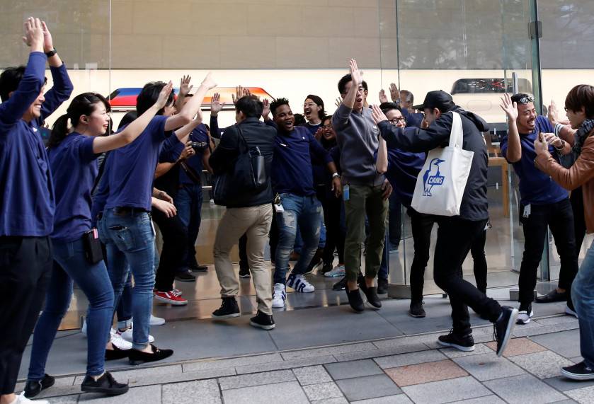 Sydney teen auctions 25th spot in iPhone X queue for $680, World